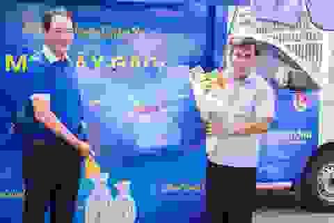 Mobifone tổ chức atm gạo lưu động, tặng gói cước tại TP.HCM