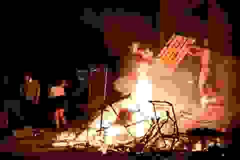 Bạo động rung chuyển thành phố Mỹ vì vụ cảnh sát đè cổ người da màu