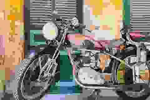 Xe máy cổ rỉ sét thời vua Bảo Đại giá gần 500 triệu