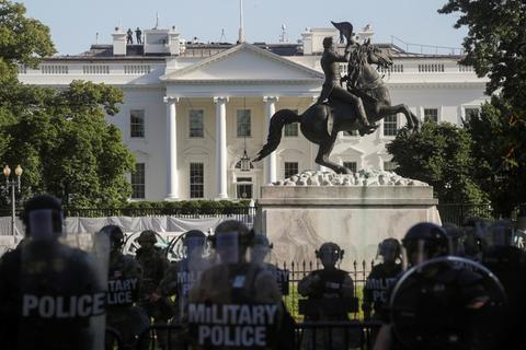 Mỹ có thể triển khai cảnh sát quân sự đối phó với bạo động