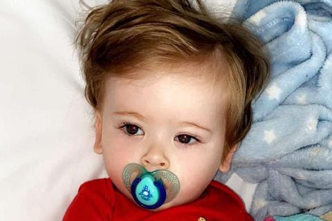 Đau bất thường mỗi khi chải tóc, bé 1 tuổi được phát hiện mắc ung thư máu