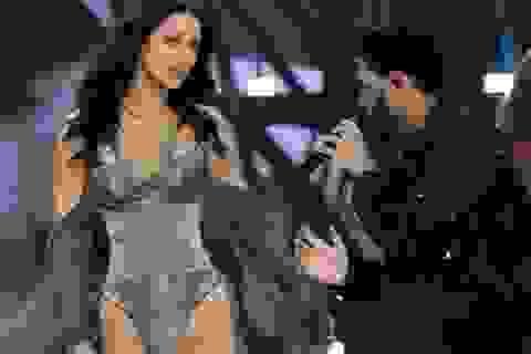 """Bella Hadid """"nối lại tình xưa"""" với The Weeknd"""