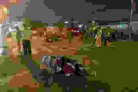 Ô tô tông hàng loạt xe máy, 5 người bị thương