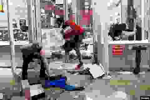 Cảnh sát Mỹ bị đâm khi ngăn chặn hôi của