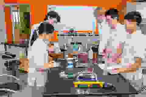 4 học sinh Việt Nam giành giải vàng cuộc thi khoa học của đại học Cambridge