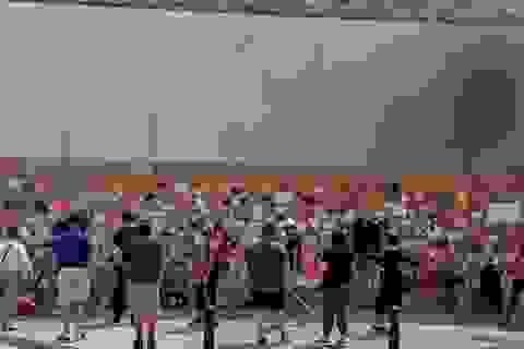 """Apple Store quây kín ván gỗ bên ngoài để tránh bị người biểu tình """"hôi của"""""""