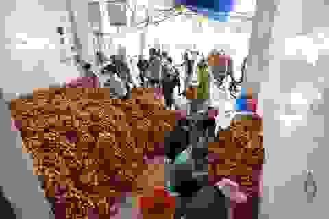Chợ vải Bắc Giang nhộn nhịp vào mùa