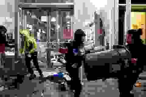 """Chủ cửa hàng """"khóc ròng"""" vì nạn cướp phá, hôi của trong biểu tình ở Mỹ"""