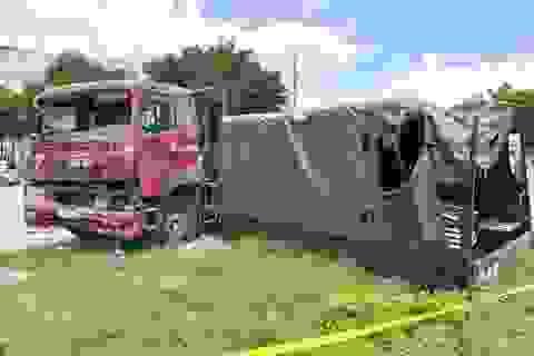 Xe container tông văng thùng xe biển đỏ, 1 người chết, 6 người bị thương