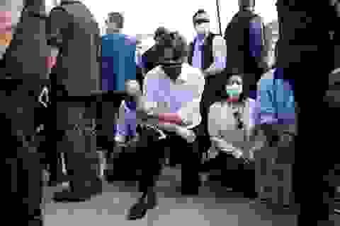 Thủ tướng Canada tham gia biểu tình quỳ gối