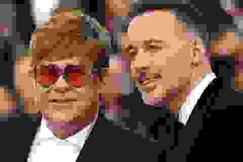 Danh ca Elton John trả tiền phẫu thuật cho hôn thê bị bỏ rơi năm xưa
