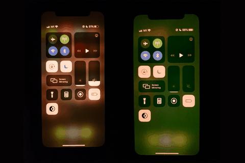 """Apple xác nhận lỗi """"màn hình xanh"""" trên iPhone, hứa thay miễn phí"""