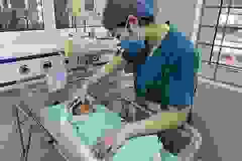Lo ngại bé sơ sinh bị bỏ rơi giữa trời nắng nóng 40 độ tổn thương mắt, tai