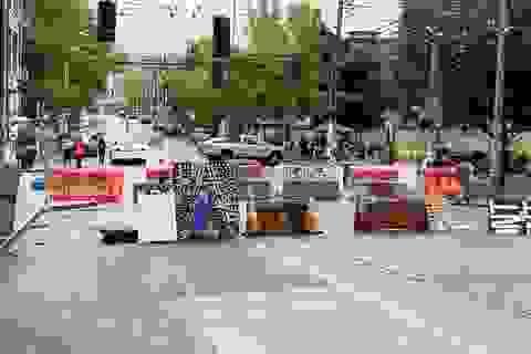 """Người biểu tình chiếm đồn cảnh sát, rào phố thành """"khu tự quản"""" ở Mỹ"""