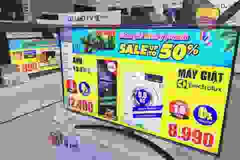 """Siêu thị điện máy giảm giá TV """"kịch sàn"""" để thu hút khách mua"""