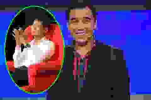 MC Quyền Linh cúi đầu xin lỗi đạo diễn Lê Hoàng trên sóng truyền hình