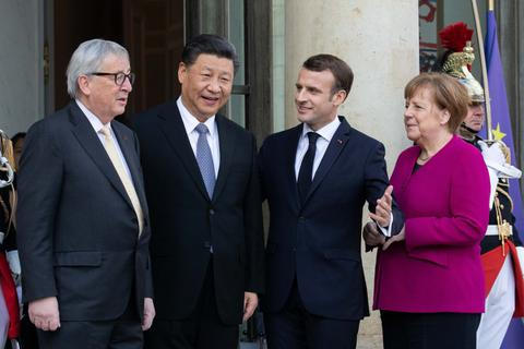 Trung Quốc vội ngả về châu Âu giữa lúc căng thẳng với Mỹ