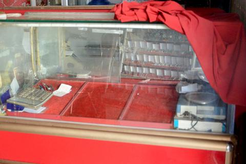 Tiệm vàng bị khoét trần nhà trộm trang sức trị giá gần 700 triệu đồng