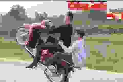 Hà Nội: Xử lý thanh niên bốc đầu xe máy rồi quay clip đăng lên mạng