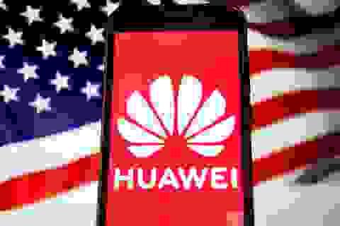 """Chính quyền Trump khiến """"giấc mơ ngôi vương smartphone"""" của Huawei tan biến"""
