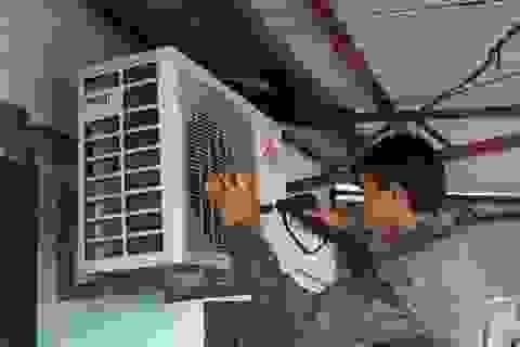 """Thợ điện """"giải mã"""" hiện tượng điều hòa kém mát trong ngày nắng nóng"""