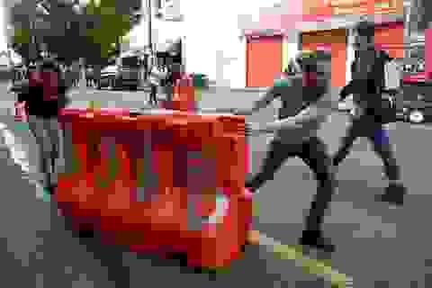 """Dãy phố bị người biểu tình Mỹ chiếm giữ, quây thành """"khu tự quản"""""""