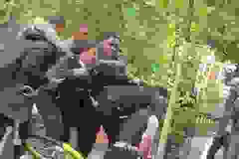 """Giới chức Anh """"sốc"""" vì cảnh sát bị hành hung trên phố"""