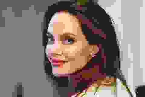 Angelina Jolie tâm sự chuyện làm mẹ khi cuộc sống trở nên bất an