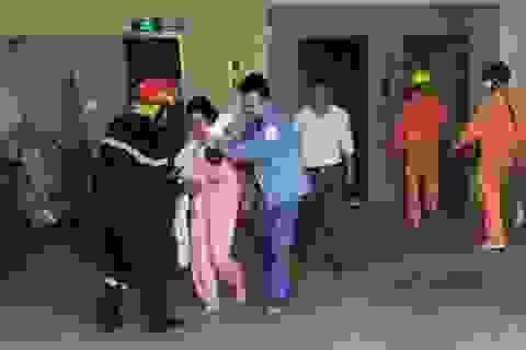 Cháy chung cư ở Hà Nội, giải cứu 4 người kẹt trong thang máy