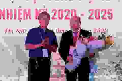 PGS.TS Nguyễn Văn Thạch trở thành Chủ tịch Hội Phẫu thuật Cột sống Việt Nam