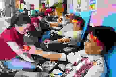 Vừa tan ca 3, công nhân đi hiến máu cứu người