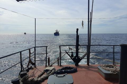 Vượt sóng dữ cứu 15 ngư dân gặp nạn trên biển