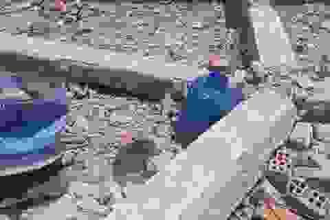 Tường nhà sập trong mưa lớn, 2 mẹ con thương vong