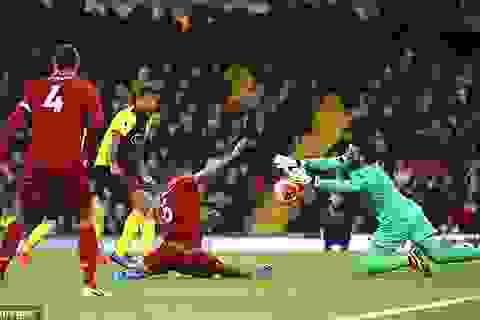 Gary Neville tuyên bố Liverpool vô địch là nhờ... thủ môn