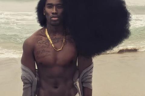 """Chàng trai nổi tiếng Instagram với """"mái tóc mây"""" đáng kinh ngạc"""