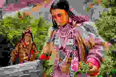 Kỳ lạ cuộc sống của bộ lạc có tập tục hôn nhau thoải mái, trao đổi vợ tự do