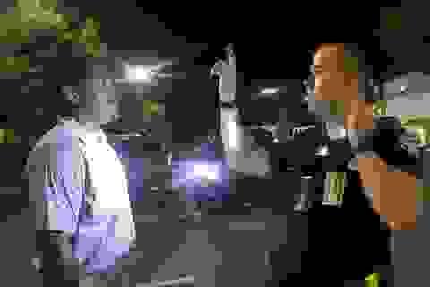 Phút cuối của người da màu bị cảnh sát Mỹ bắn chết tại bãi đỗ xe