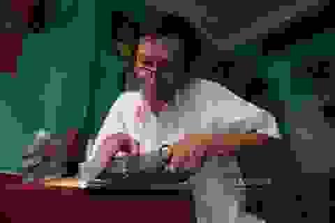 Gặp người đàn ông cuối cùng sửa sách cũ ở Sài Gòn