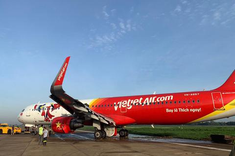 Vietjet xin lỗi về sự cố máy bay trượt khỏi đường băng Tân Sơn Nhất