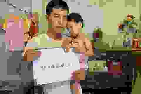 Bé gái bị hỏng đôi mắt được bạn đọc Dân trí giúp đỡ hơn 95 triệu đồng