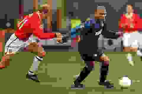 """Huyền thoại Man Utd """"run lẩy bẩy"""" khi đứng cạnh Ronaldo """"béo"""""""