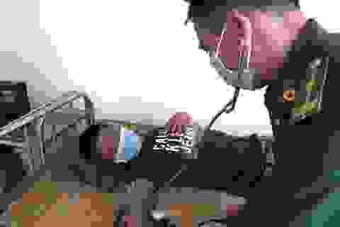 Quảng Ngãi: Người Lý Sơn cứu sống ngư dân trôi dạt suốt 12 giờ trên biển