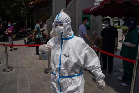 """WHO nói """"ổ dịch"""" ở Bắc Kinh đáng lo ngại"""