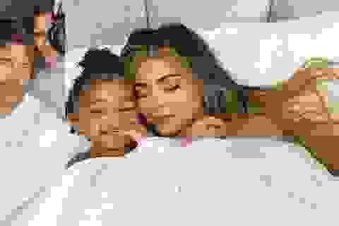Kylie Jenner và con gái lên bìa tạp chí Vogue