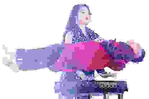 Nữ sinh Báo chí trổ tài ảo thuật khiến khán giả ngỡ ngàng, thích thú
