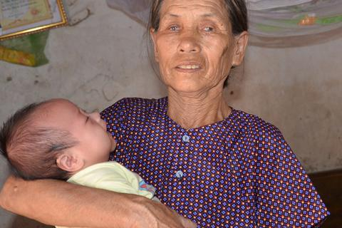 Bé 3 tháng tuổi bị bệnh tật giày vò được bạn đọc giúp đỡ gần 1 tỉ đồng