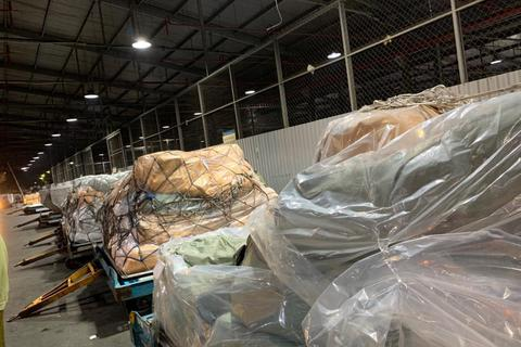 Thu giữ nhiều tấn hàng không hóa đơn chứng từ tại sân bay Tân Sơn Nhất