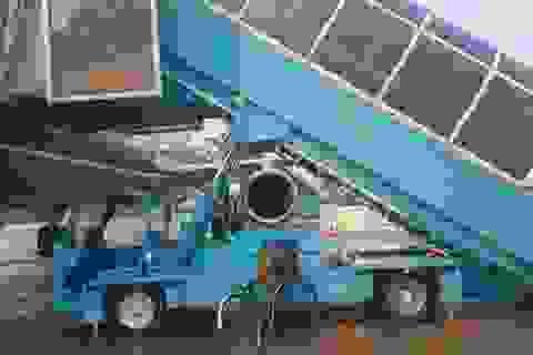 Nữ hành khách tử vong vì ngã xe thang máy bay tại Tân Sơn Nhất