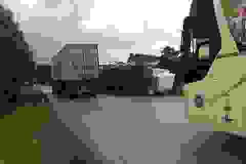 Xác định danh tính 3 người tử vong vụ container đè xe khách limousine
