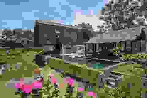 Chán biệt thự phố, vợ chồng Việt về quê làm nhà tranh giữa vườn cây, ao cá